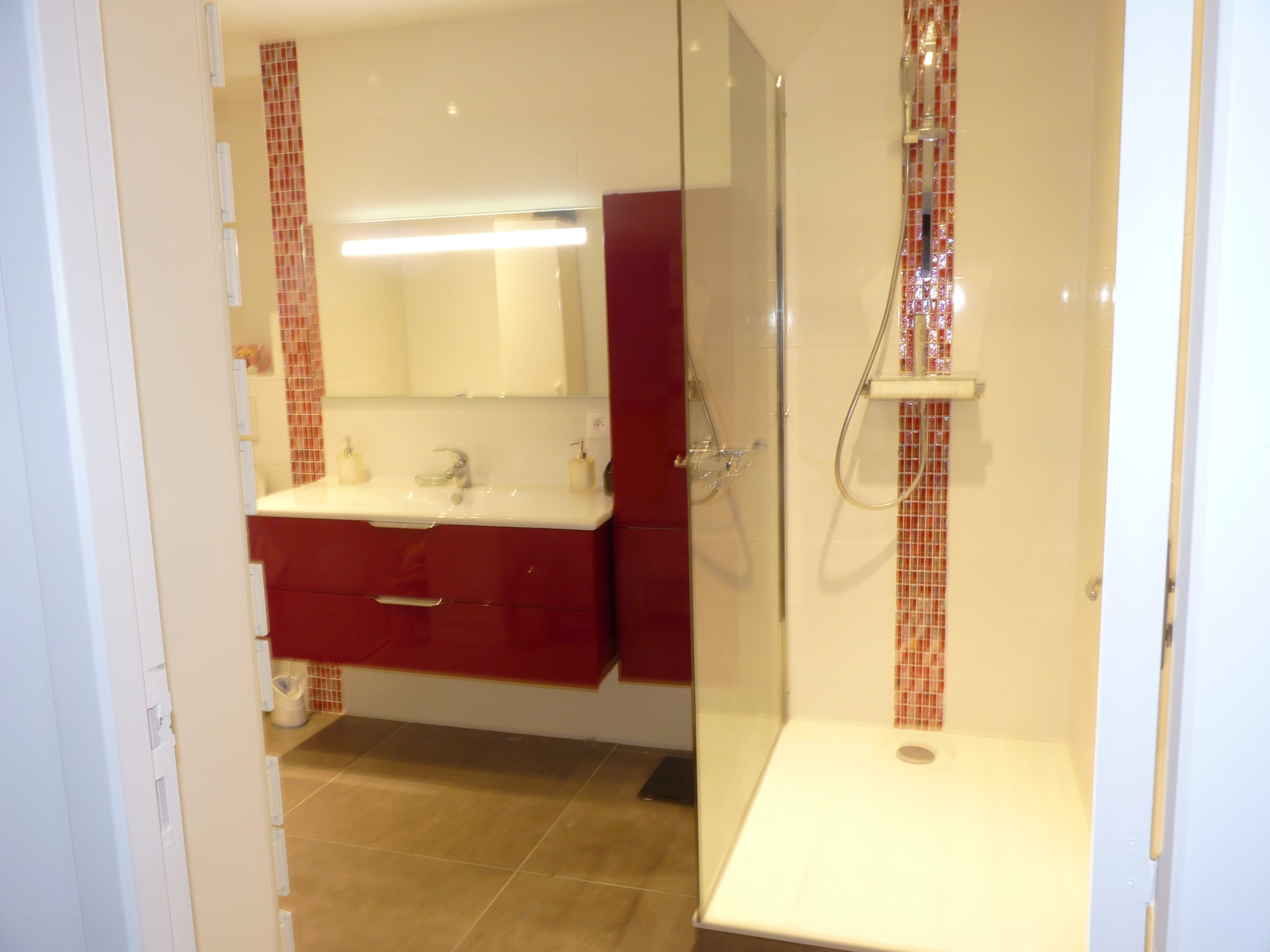 Salle De Bain Avec Douche Et Baignoire D'Angle ~ travaux d am nagement d une salle de bain 69760 limonest action